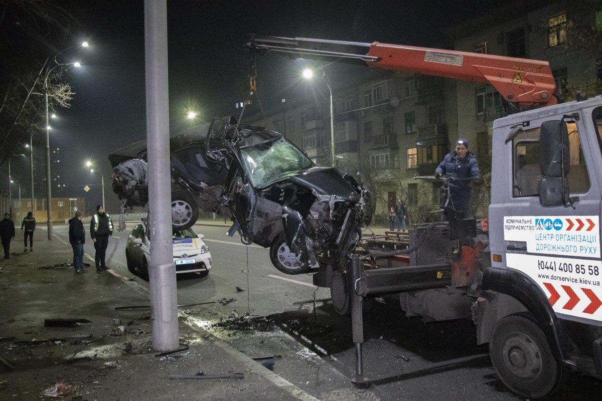 По словам свидетелей, водитель практически сразу скрылся с места происшествия