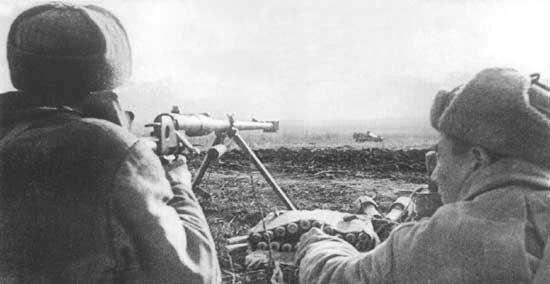 На фото — известное противотанковое ружье системы Дегтярева