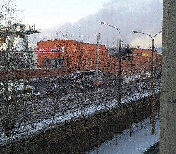 Разрушена часть здания цинкового завода