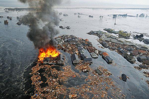 Землетрясение и цунами в Японии привели к многотысячным жертвам