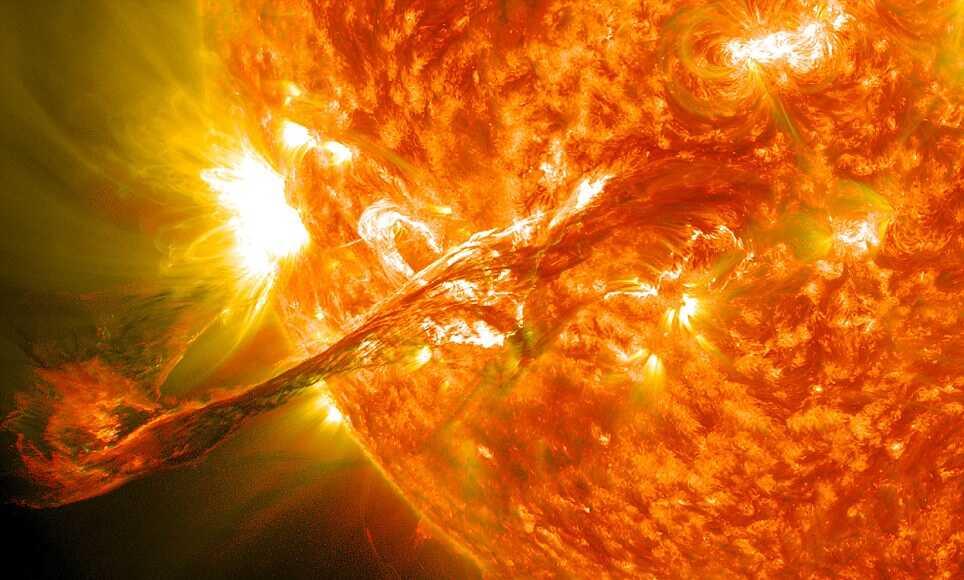 Вспышка на Солнце может «отключить» компьютеры
