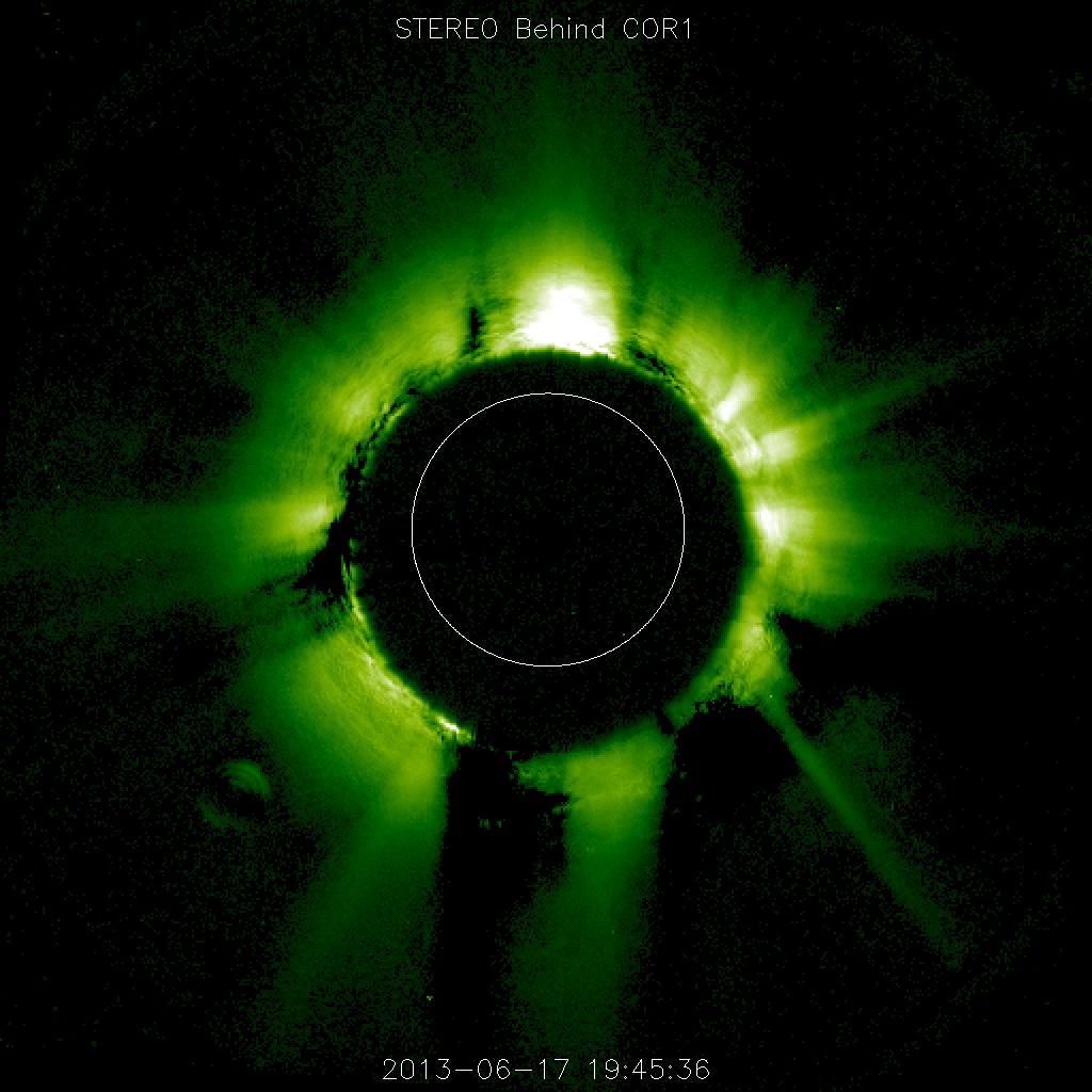 Неизвестный объект возле Солнца