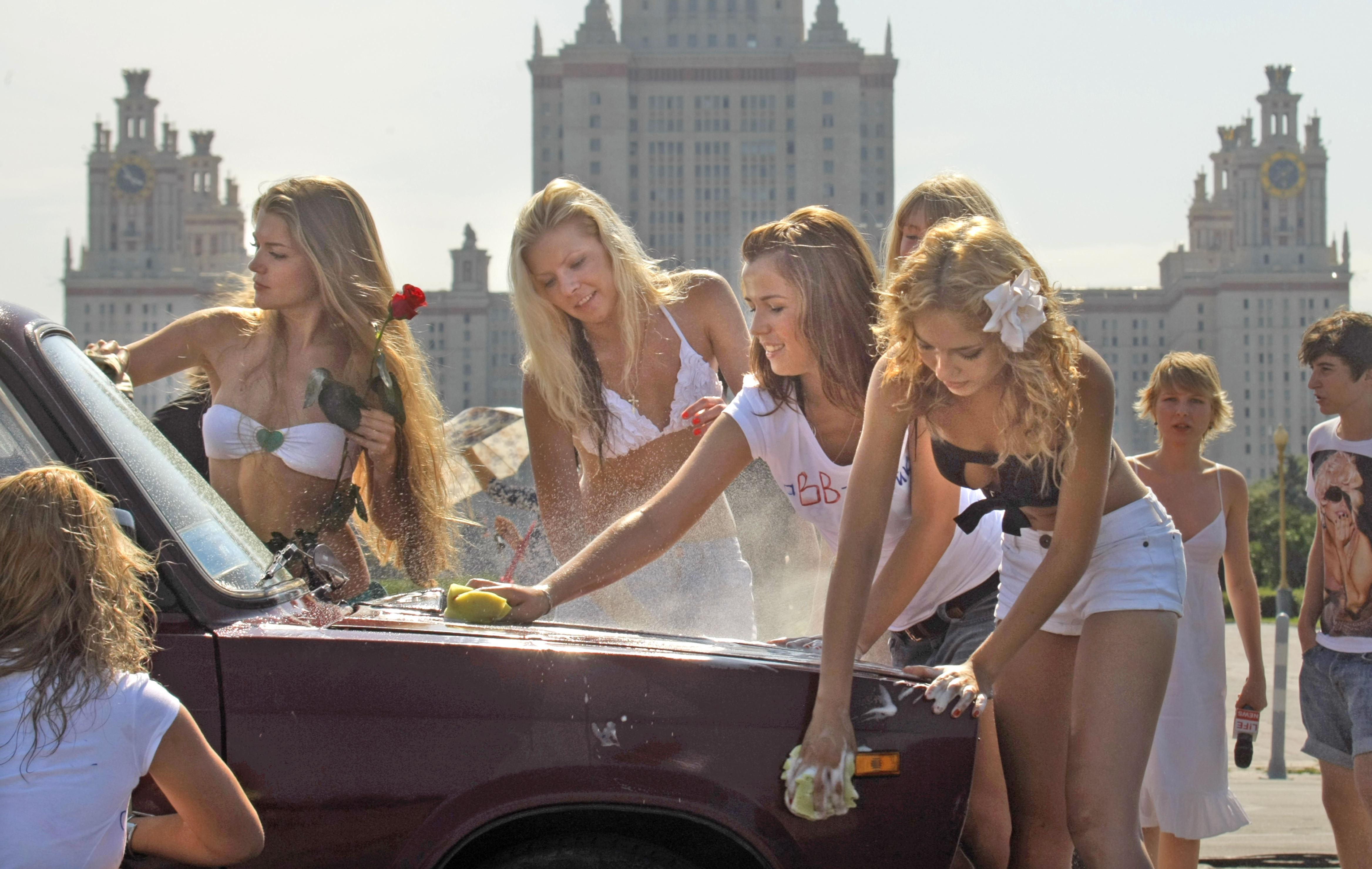 Секси девка около русского авто прома фото 28 фотография