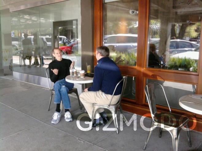 Случайное фото Стива Джобса и Эрика Шмидта в том самом кафе