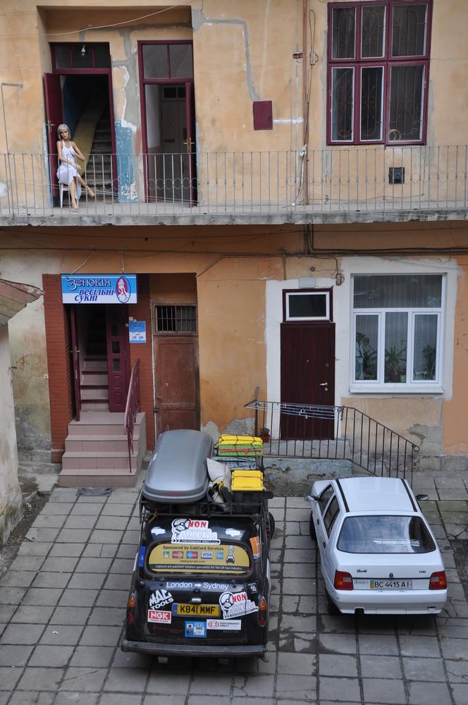 Black Cab во Львове (хостел, в котором часто бывают иностранцы)
