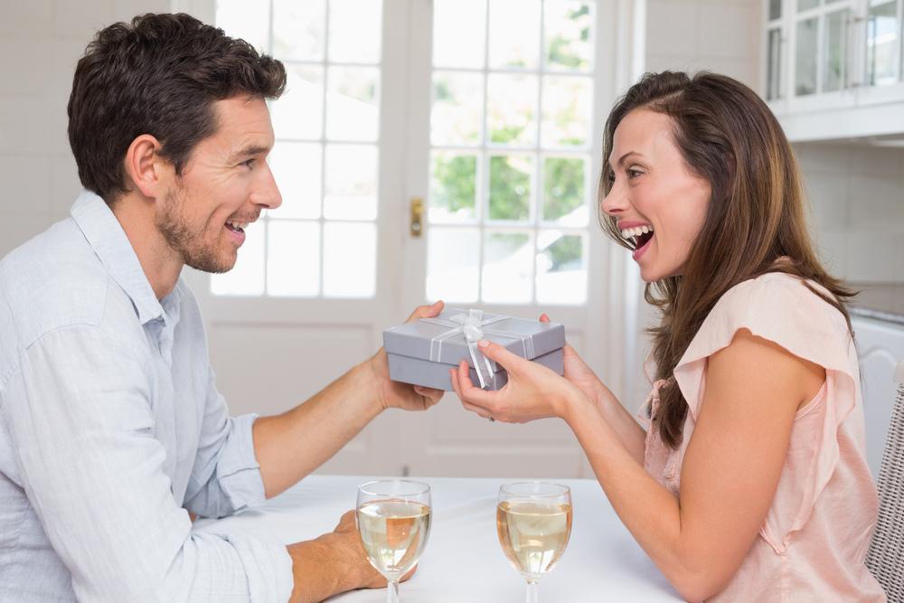Что подарить на день рождения жене своими руками