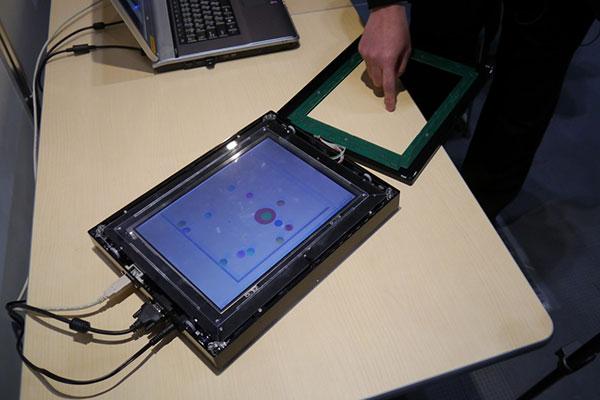Планшет трясет всем экраном в ответ на прикосновение