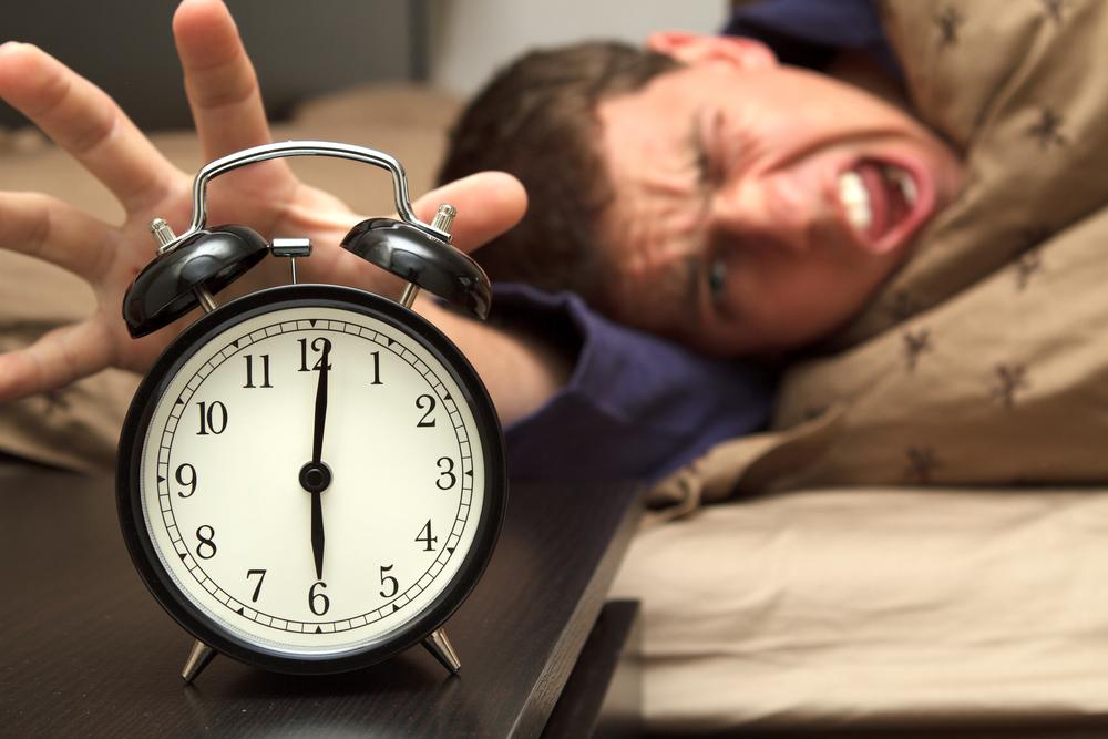 Плохой будильник придумал дьявол - для того, чтобы с самого утра ты был злой