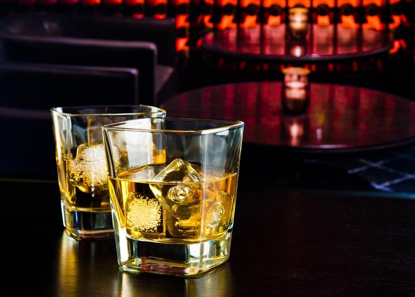 Некоторые эксперты любят и советуют пить виски со льдом