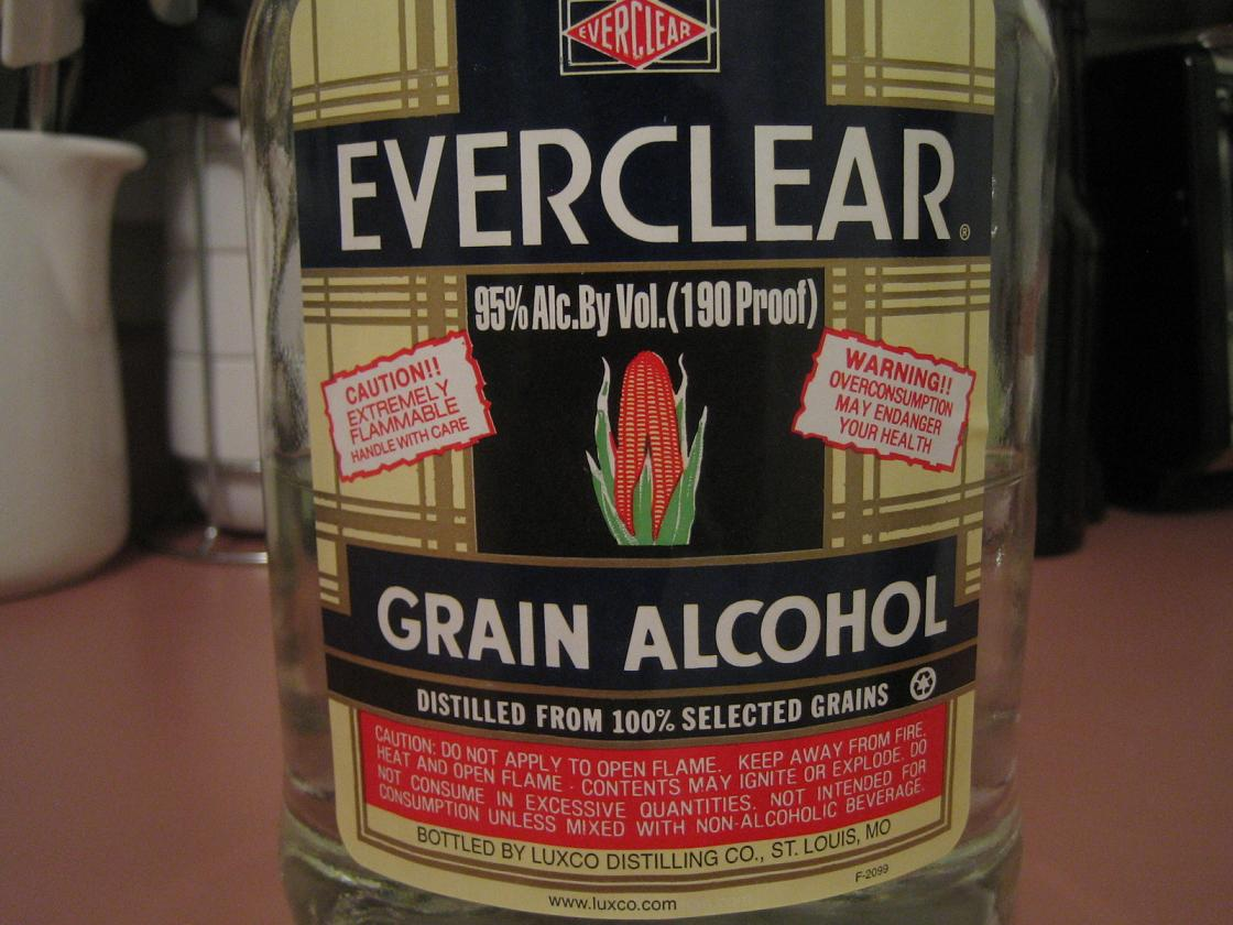 Американские алкоголики не брезгуют пить спирт в чистом виде