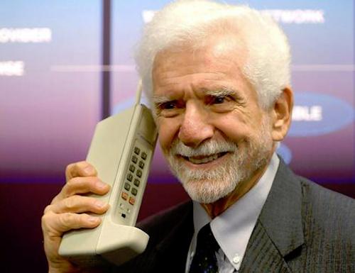 Первый мобильный телефон и его создатель