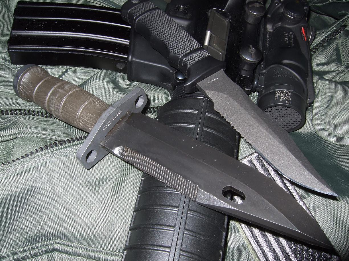 Нож спецназа. Есть у всех морских котиков