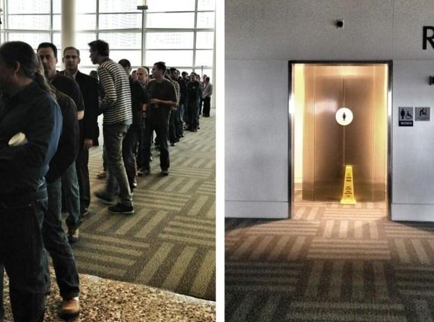 Слева: очередь в мужской туалет, справа - в женский