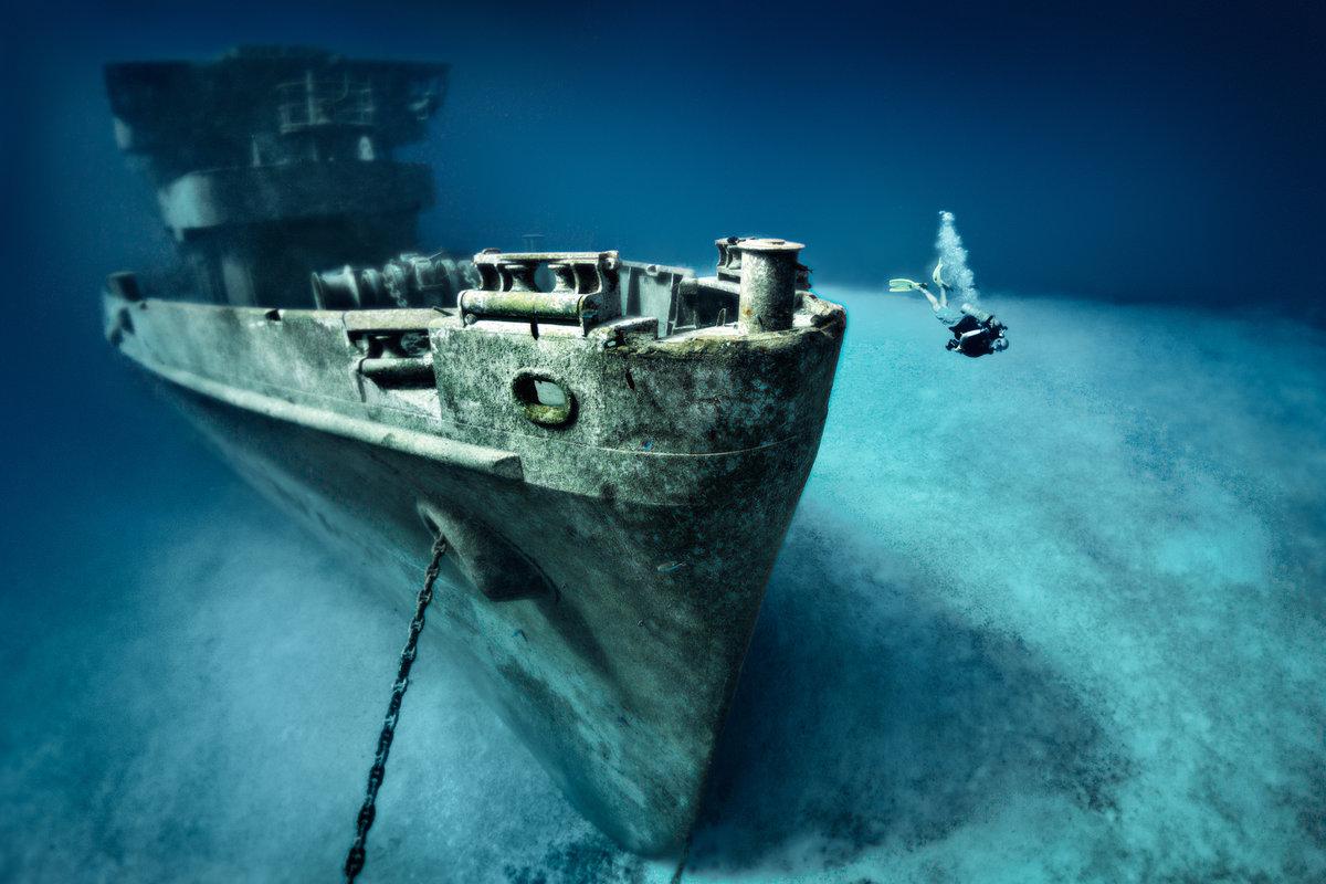 На фото: затонувший корабль USS Kittiwake, Каймановы острова