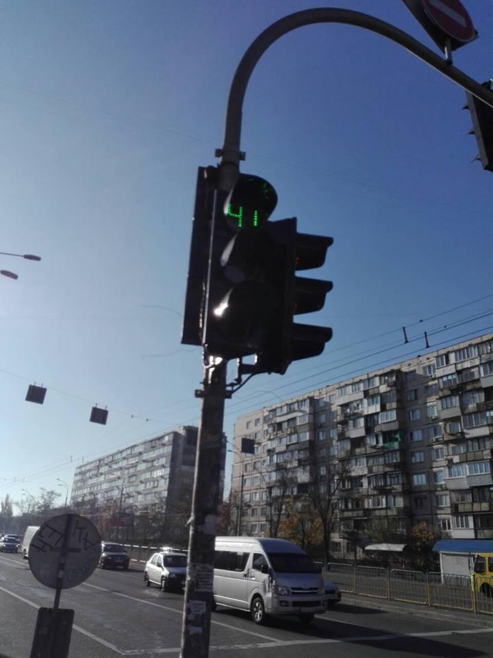 Поврежденные светофоры отремонтировали в очень короткие сроки