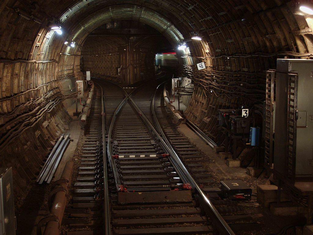 Глубина станции метро Арсенальная — 105,5 метров
