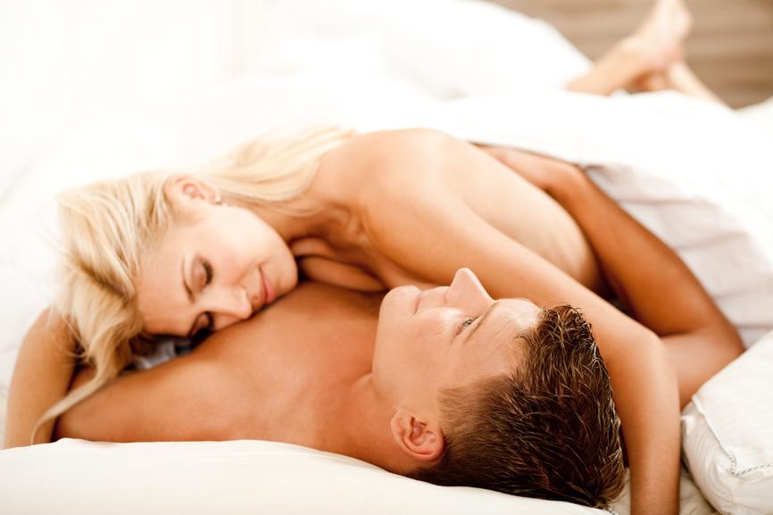 Секс в постели женщина сверху какие