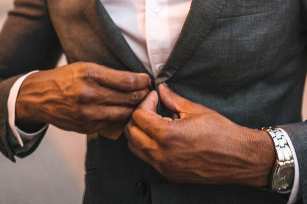 Хорошее дополнение к пиджаку и рубашке - стильные часы