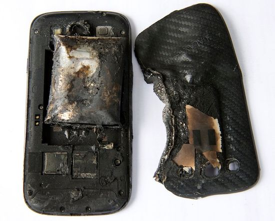 Samsung Galaxy S III взорвался и повредил ногу девушке