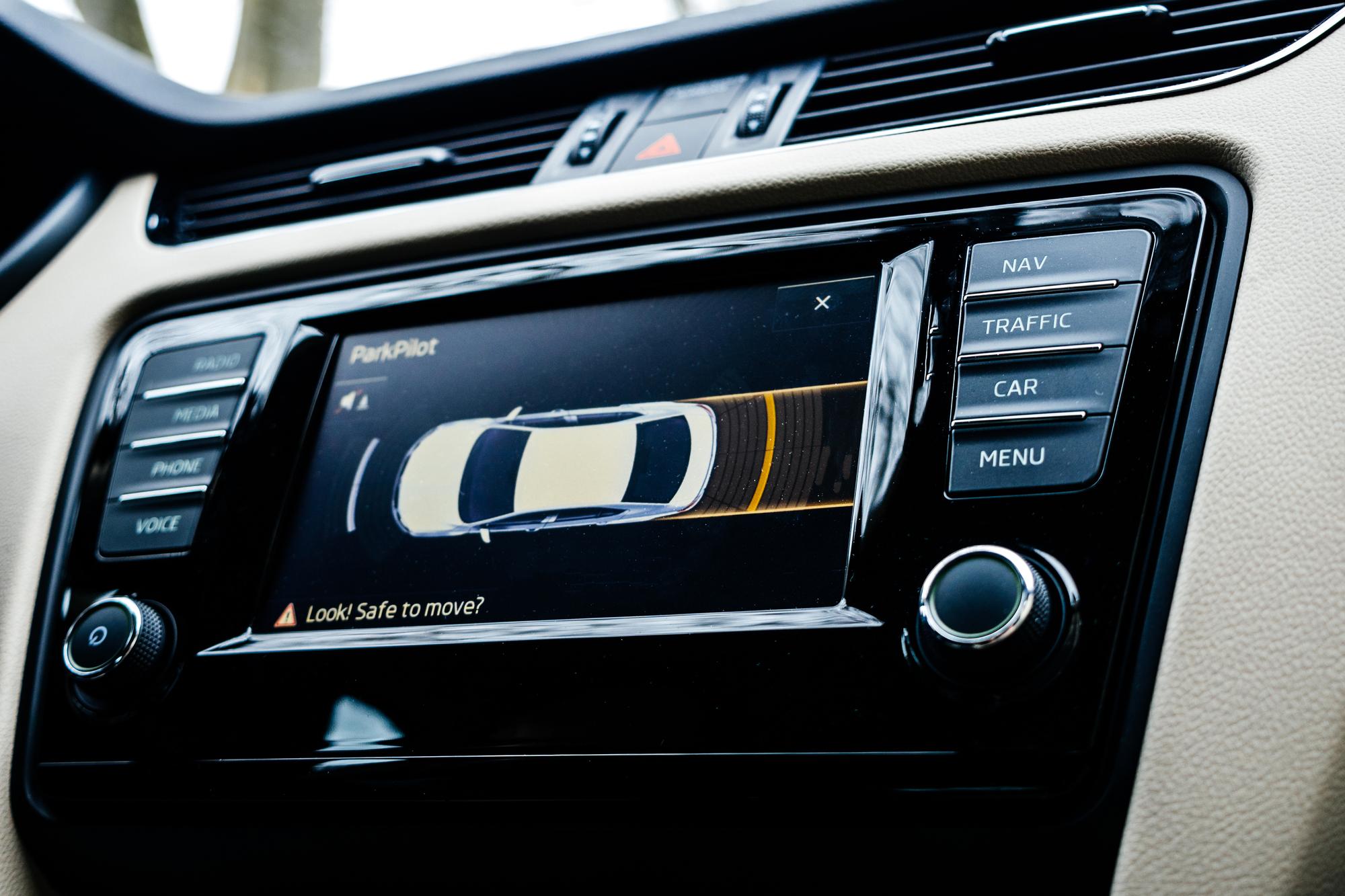 Как машина сама паркуется: Подробности