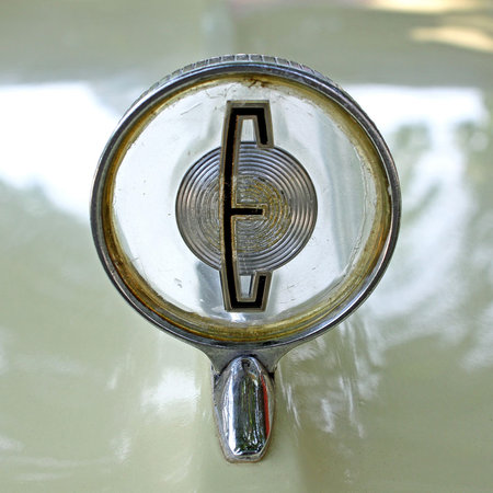 Судя по фирменному бэджику Edsel, можно сделать вывод, что его создавали в крайней спешке