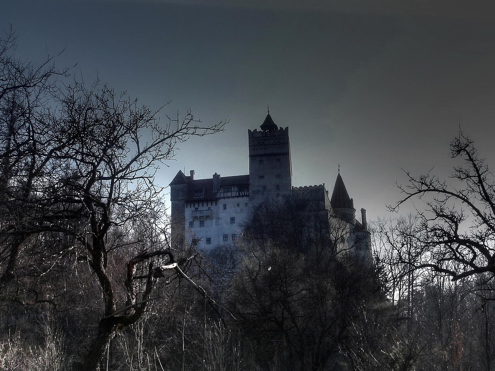 Стены замка до сих пор хранят злодеяния, которые совершал Дракула со своими жертвами
