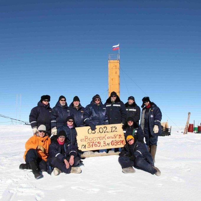 Российские полярники заглянули в антарктическое озеро Восток