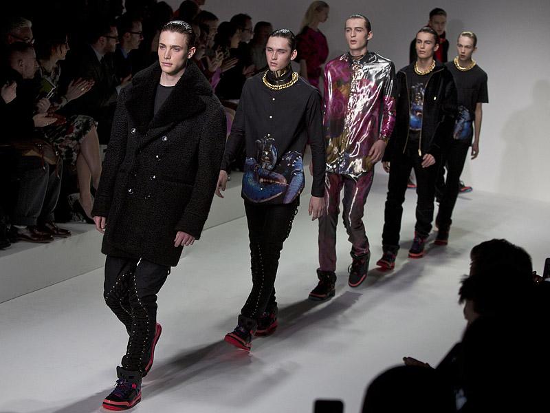 Даже если одежда ужасает - ее нужно носить: модельеры в Лондоне задают тренды