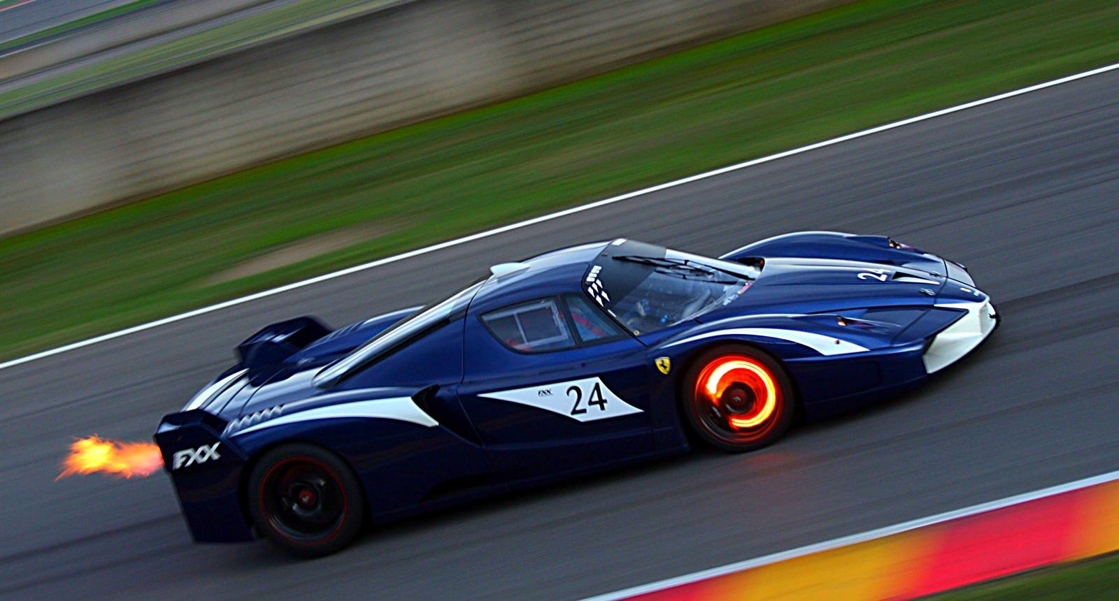 Ferrari FXX. Один из самых дорогих гоночных автомобилей бойцов Ф-1. Модель была выпущена тиражом в 30 штук