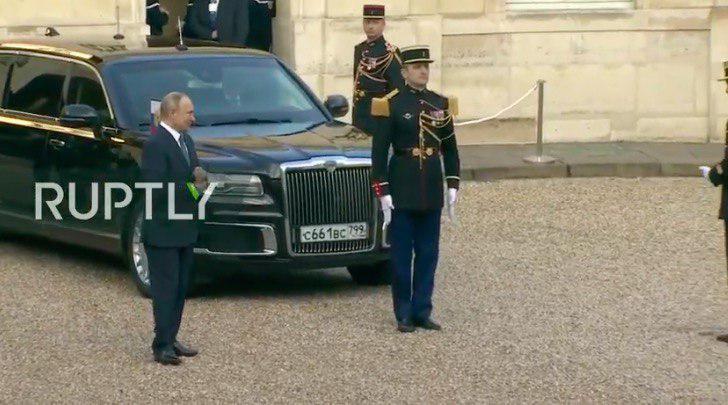 Владимир Путин притащил с собой из России лимузин Aurus