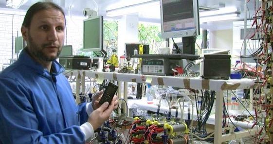Ученые считают, что они создали первый мобильный телефон, работающий на моче.