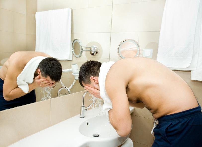 Пользуйся скрабом, чтобы отшелушивать мертвую кожу