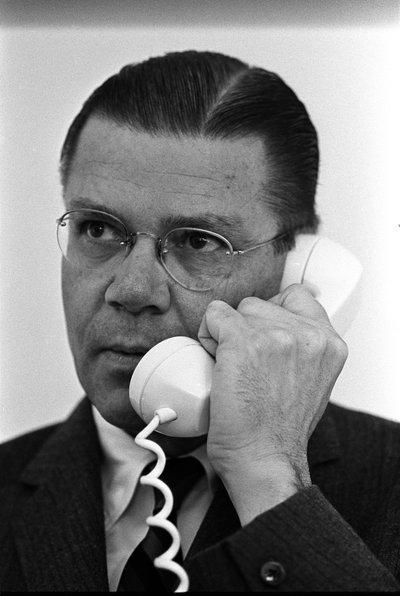 Роберт МакНамара — президент Ford Motor Company, который, как принято считать, стал главным инициатором расформирования Edsel. Впоследствии МакНамара уйдет в большую политику и станет министром обороны в администрациях Кеннеди и Джонсона. Кстати, именно его считают одним из главных идеологов войны во Вьетнаме