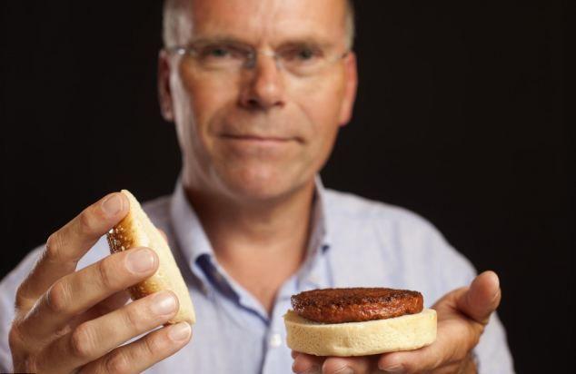Котлета из искусственного мяса в гамбургере