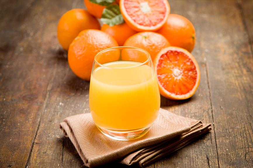 Апельсиновый сок особенно вреден для молодых женщин