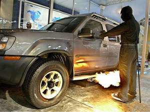 В ЮАР автомобилисты защищаются огнеметами