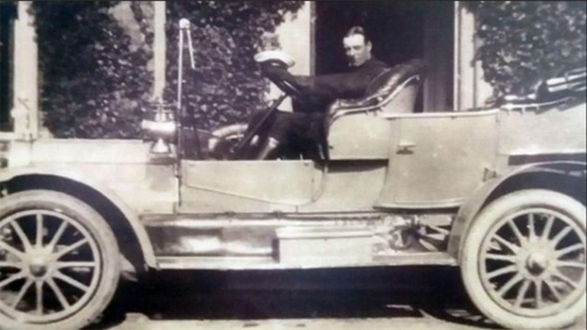 Изначально номер был на авто констебля полиции Северного Йоркшира Роберта Боуэра