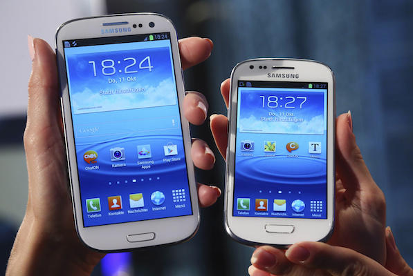 Samsung показала мини-версию Galaxy S III