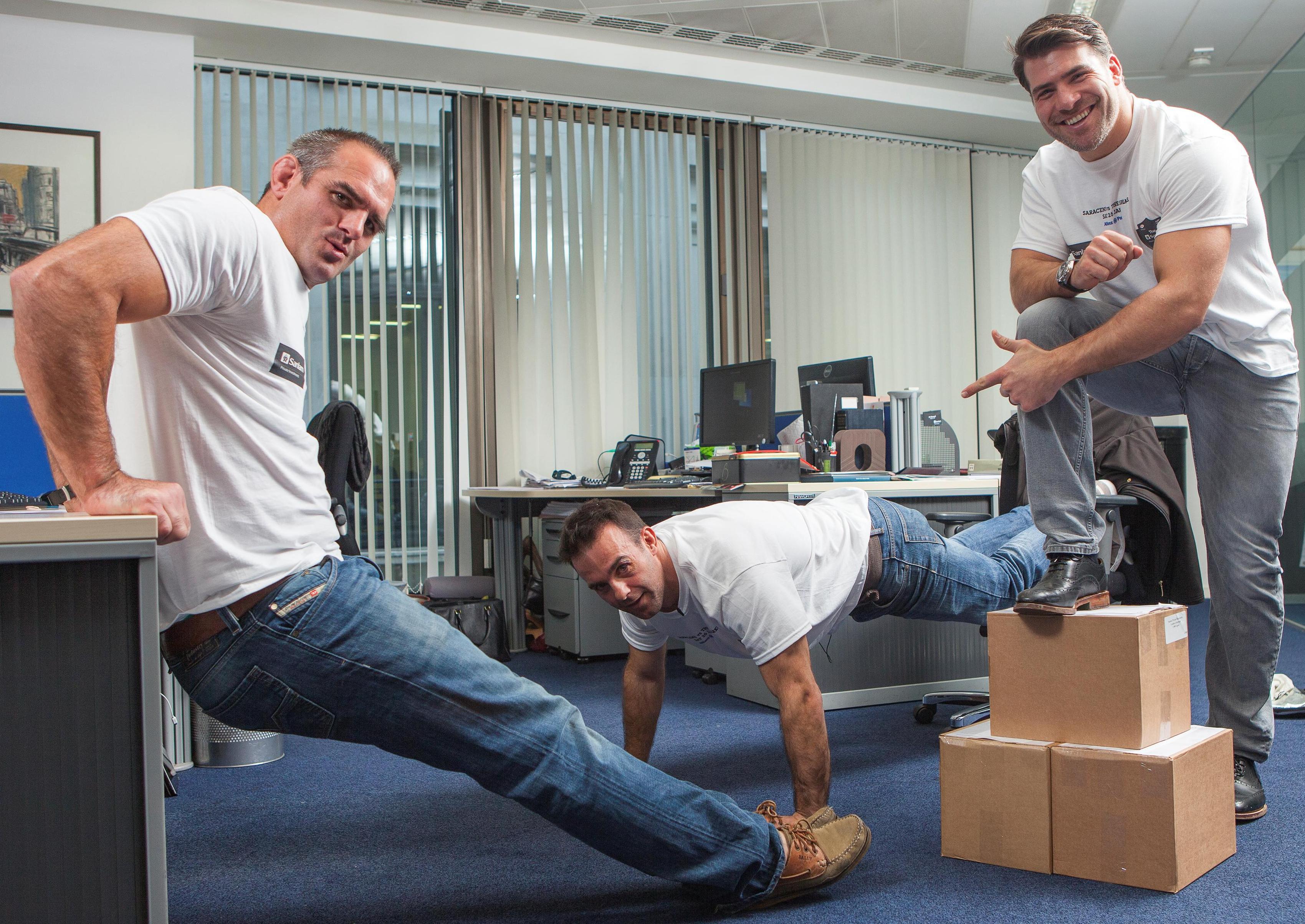 Если в офисе есть пол, значит в офисе есть тренажер для прокачки груди