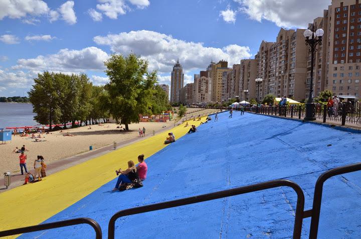 Площадь флага на оболонской набережной — 1700 кв м