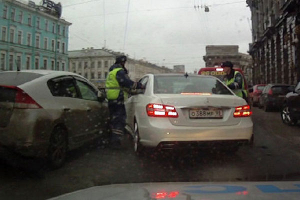 Кадр видео с задержанием авто