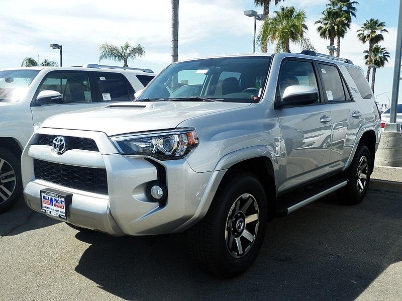 Toyota 4Runner (4.2% автомобилей с пробегом более 300 тыс. км.)
