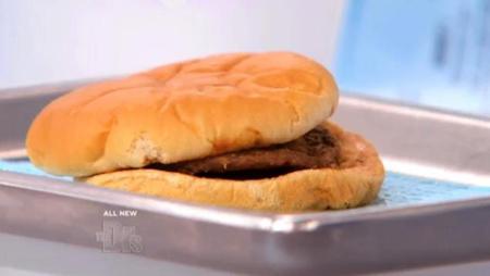 Самому старому в мире гамбургеру уже 14 лет