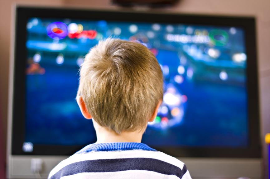 У детей при частом просмотре ТВ меняется структура мозга
