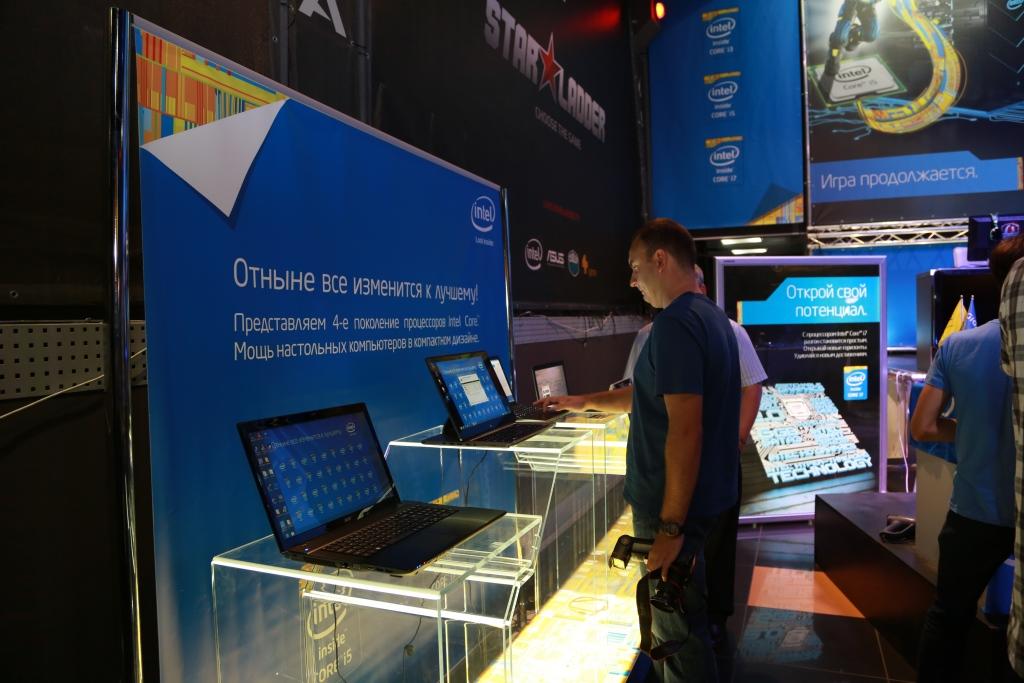 Стенд с ноутбуками оснащенные новейшими процессорами