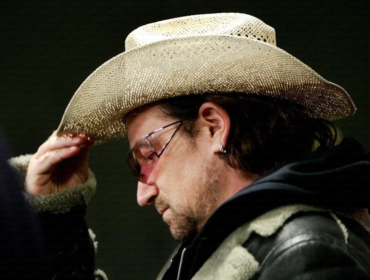 Ирландский рок-музыкант и фронтмен рок-группы U2 никогда не расстается со своей шляпой