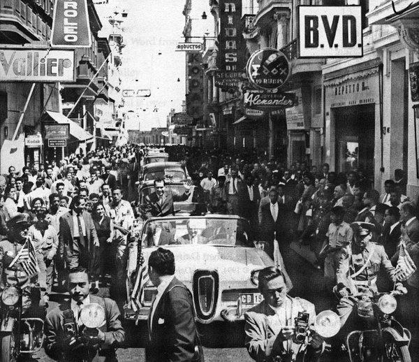 Во время официального визита в Перу тогда еще вице-президент США Роберт Никсон колесил на кабриолете Edsel Citation. На фото запечатлен проезд по улицам Лимы, во время которого толпа закидала кортеж яйцами и помидорами. «Они целились не в меня, а в автомобиль!» — отшучивался после Никсон