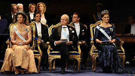 Премию вручал король Швеции Карл XVI