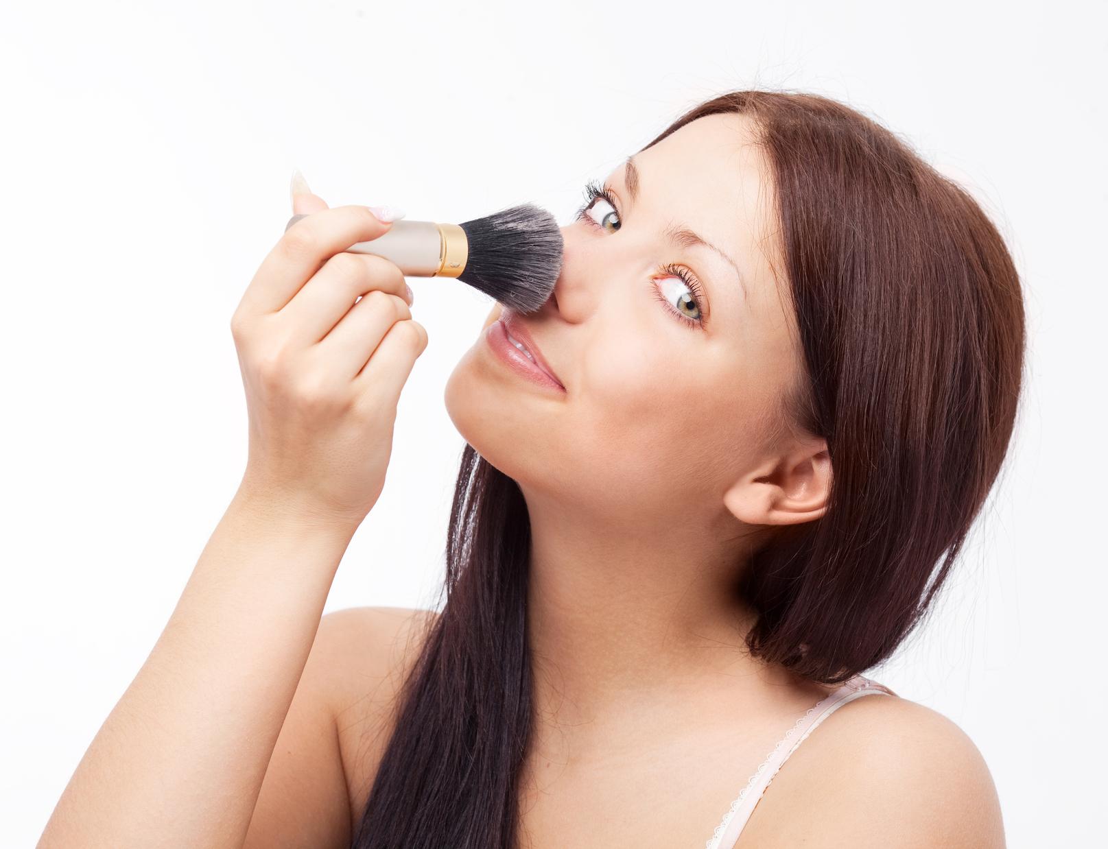 Как с помощью макияжа скрыть горбинку на носу фото