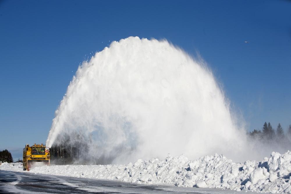 90% снегоуборочной техники - это машины в возрасте 30-50 лет, - Омелян - Цензор.НЕТ 3876